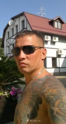 Коллеги, подскажите, чем загриммировать татуировки? - rA9V0QrcRts.jpg