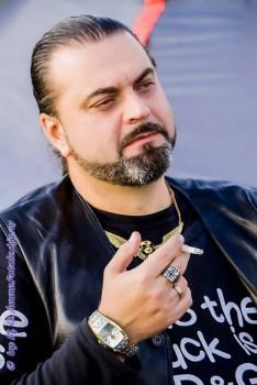 Александр Луканичев, 47 лет, актер, рок-музыкант - wJPs8FgZTT4.jpg