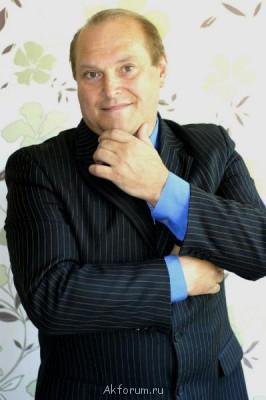 Игровой-Профессионал-53 года Кино,сериалы,телепроэкты,реклама - В ПИДЖАКЕ ЗАДУМЧИВО.jpg